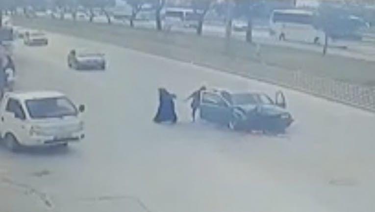 Bursa'da kaza yapana araç alev aldı