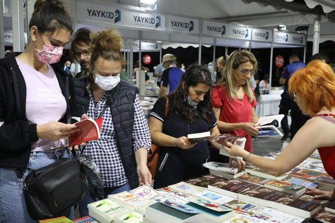 """Mudanya Belediyesi'nin Yayıncılar Kooperatifi (YAYKOOP) işbirliğiyle düzenlediği Mudanya Kitap Fuarı'nın üçüncüsü """"Gençlik ve Gelecek"""" temasıyla kitap"""
