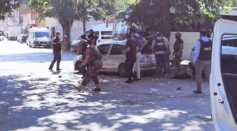 Bursa'da önce polisle çatıştı sonra intihar etti