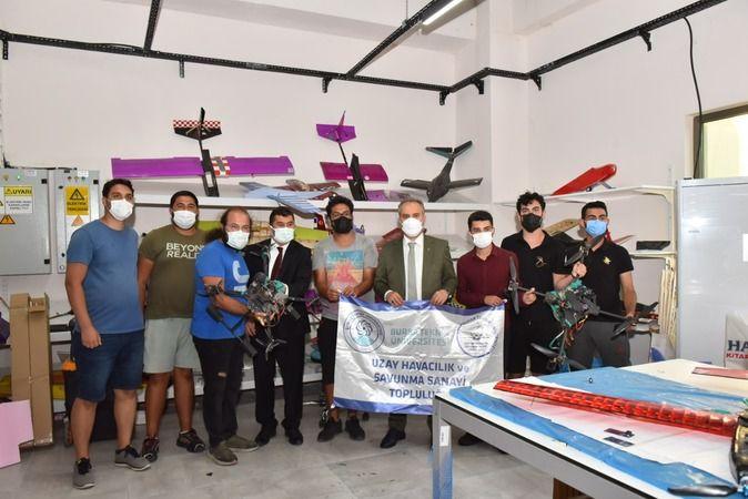Bu sene Teknofest'e 100 takımla başvuran Bursa Teknik Üniversitesi'ni ziyaret eden Bursa Büyükşehir Belediye Başkanı Alinur Aktaş, yarışma için adeta