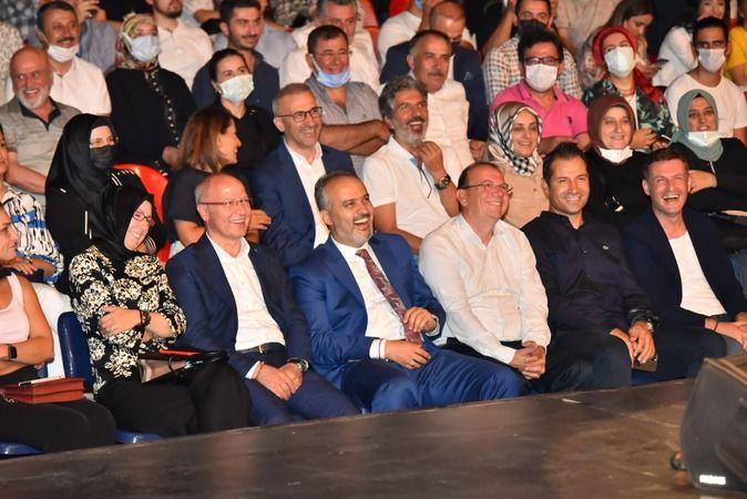 Uluslararası Bursa Festivali'nde sahne alan Türk Halk Müziği'nin usta yorumcusu Mustafa Keser, muhteşem sesi ve sahne performansıyla Bursalı müzikseve