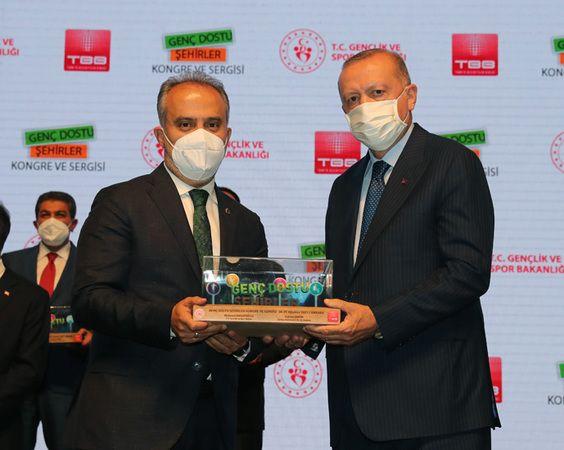 Türkiye Belediyeler Birliği tarafından düzenlenen 'Genç Dostu Şehirler Kongresi'nde Bursa Büyükşehir Belediyesi ödüle değer görüldü. Büyükşehir Beledi