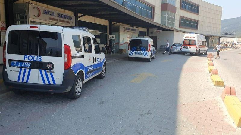 Bursa'nın Gemlik ilçesinde bulunan özel psikiyatri kliniğinde iki kişi bıçaklanarak yaralandı.