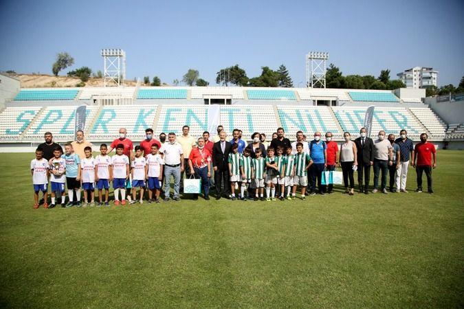Nilüfer Belediye Başkanı Turgay Erdem, gerçekleştirilen ulusal müsabakalarda derece elde eden sporcular ve takımları ödüllendirdi.