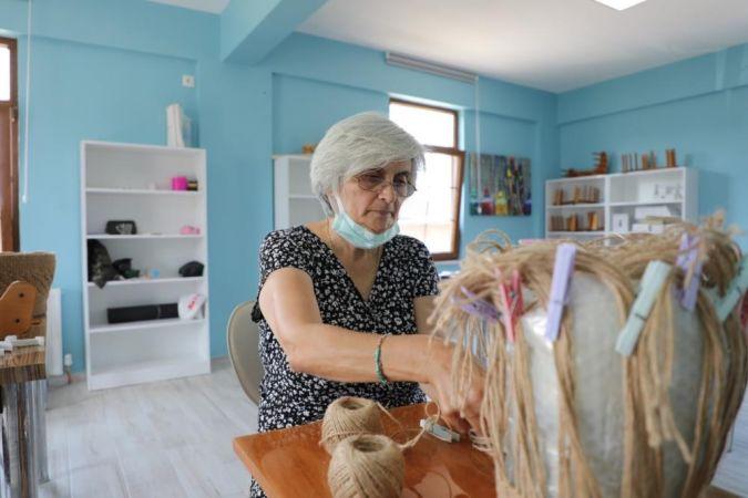 Gemlik'te kadınlar el becerilerini geliştiriyor