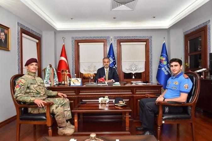 Marmaris civarındaki yangınlarda Bursa itfaiyesiyle omuz omuza mücadele veren Azerbaycan İtfaiye Komutanı Albay Rasim Ahmet, ülkesine dönmeden önce Bu
