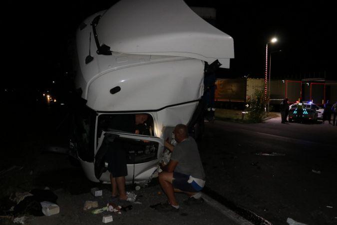 Edirne'de 2 tırın çarpıştığı kazada 1 kişi yaralandı