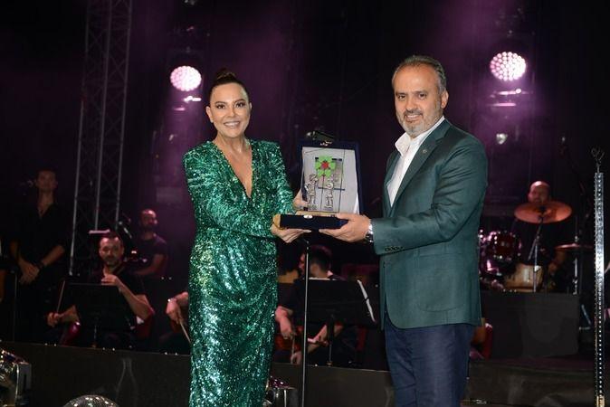 Türkiye'nin en uzun soluklu festivali unvanına sahip Uluslararası Bursa Festivali muhteşem bir finalle sona erdi. Festivalin final gecesinde ünlü yoru
