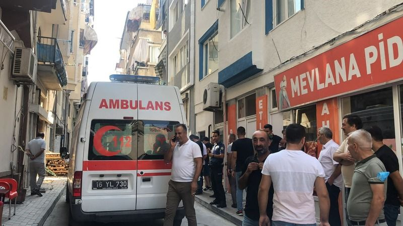 Bursa'nın Gemlik ilçesinde gerçekleşen olayda bir kişi sabah saatlerinde silahla bacağından vurularak yaralandı.