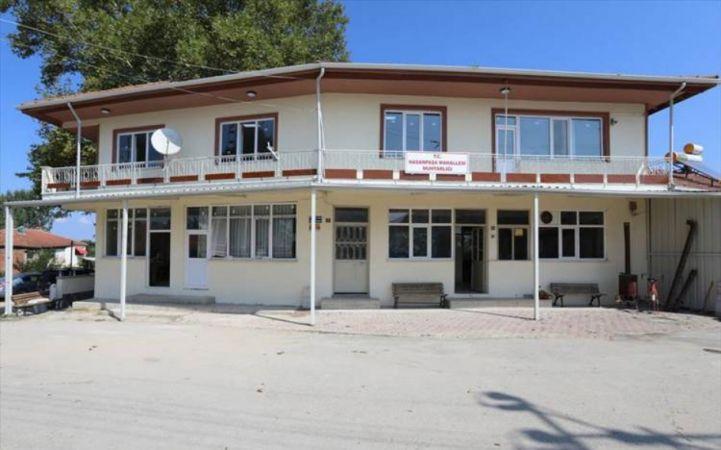 Bursa'da İnegöl Belediyesi, Hasanpaşa kırsal mahallesinde bulunan ve kullanım ömrünü doldurmuş olan mahalle konağını yenilemek için çalışmalarını sürd