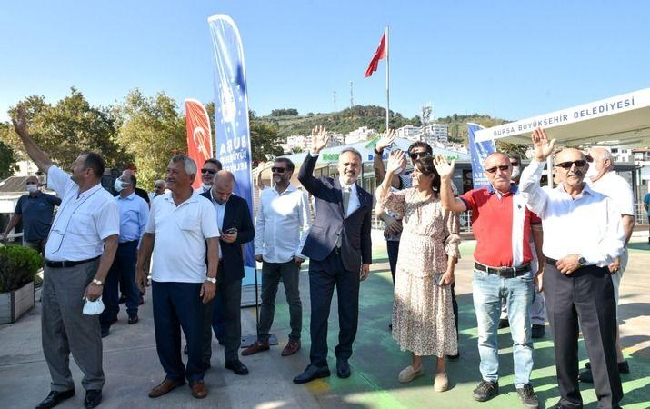 Bursa Büyükşehir Belediyesi'nin vatandaşları sahillerle buluşturmak maksadıyla düzenlediği kadınlara ve çocuklara özel ücretsiz 'Mavi Tur' seferleri,