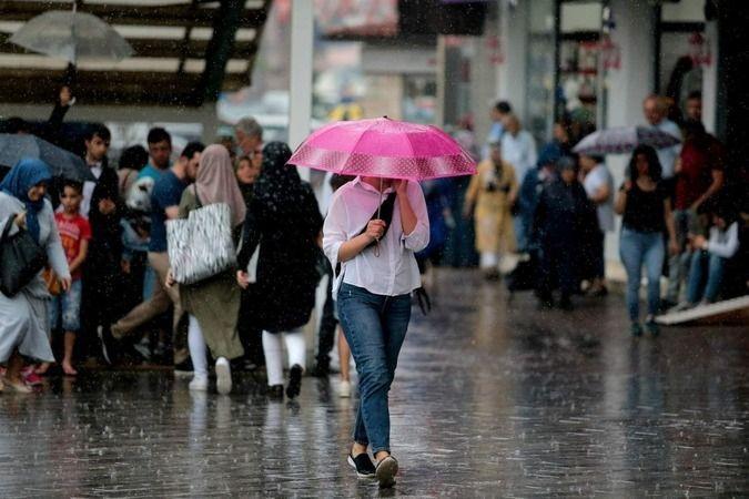 Meteoroloji Genel Müdürlüğü Bursa için sağanak yağış uyarısında bulundu. Bursa'da bugün sıcaklığın en yüksek 31 derece dolaylarında seyretmesi bekleni