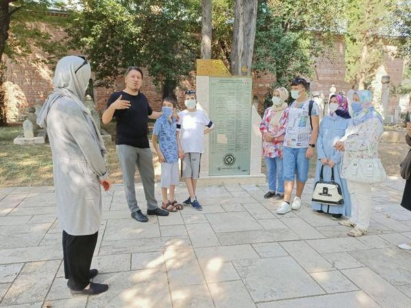 Bursa Büyükşehir Belediyesi öncülüğünde, engelli bireylerin aileleriyle birlikte diğer vatandaşlar gibi şehrin tarihi ve doğal güzelliklerini daha yak
