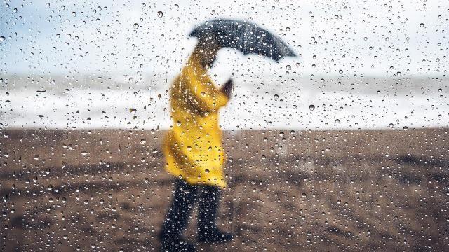 Meteoroloji Genel Müdürlüğü'nün son hava tahminlerine göre yurt genelinde sıcaklıkların 5 ila 10 derece azalması bekleniyor. 10 ilde kuvvetli yağışlar