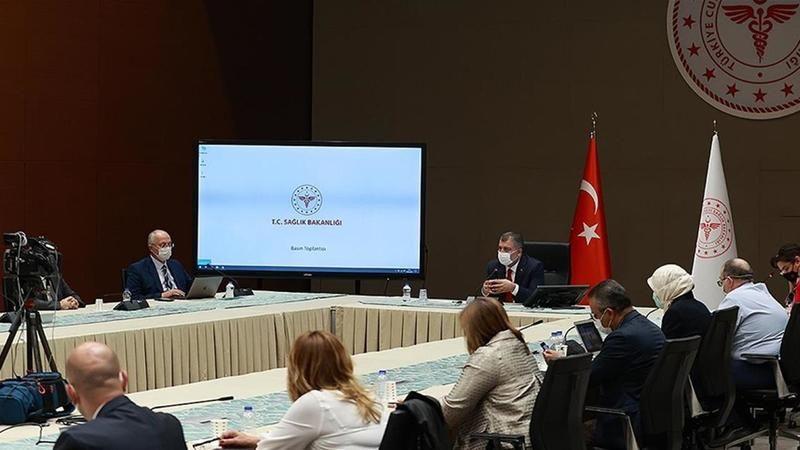 Koronavirüs Bilim Kurulu Sağlık Bakanı Fahrettin Koca başkanlığında, Millî Eğitim Bakanı Mahmut Özer ve YÖK Başkanı Erol Özvar'ın katılımıyla saat 16.