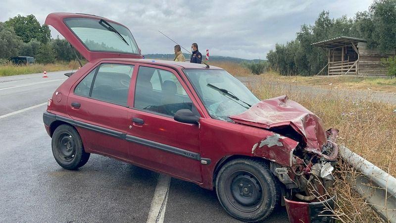 Bursa'da bulunan İznik-Yenişehir yolunda tır ile otomobil çarpıştı. Gerçekleşen kazada 2 kişi yaralandı.