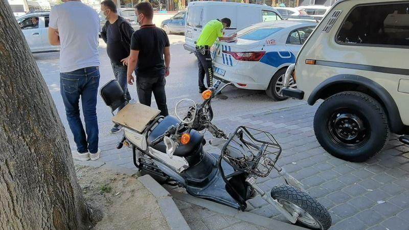 Bursa'nın İnegöl ilçesinde meydana gelen kazada otomobille elektrikli bisiklet çarpıştı. Elektrikli bisiklette bulunan 2 kişi yaralandı.