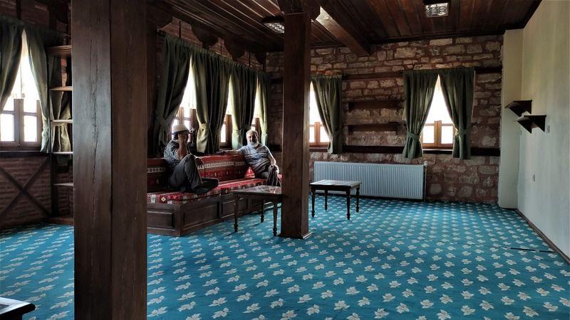 Bursa'da köye yapılan milyonluk konakta misafirler ücretsiz ağırlanıyor. Hem mimarisi hem de tarihi yapısıyla dikkat çeken konak misafirlerini bekliyo