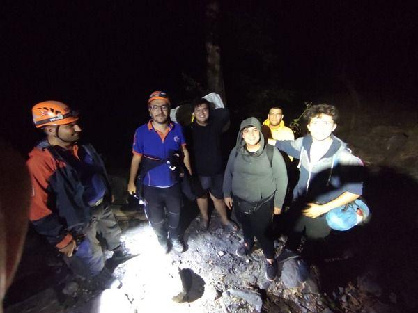 Bursa'da 4 genç kamp yapmak için ormana girdiler, geri dönemeyince ekiplerden yardım istediler. Ekipler uzun süren kurtarma operasyonu ardından gençle