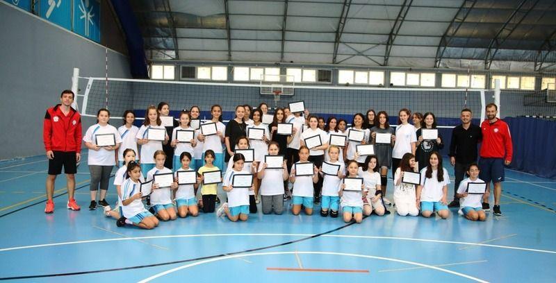 Bursa'da Nilüfer Belediyesi ve Nilüfer Belediyespor Kulübü'nün birlikte düzenlediği yaz spor okulları üçüncü dönem sonunda gerçekleşen sertifika tören