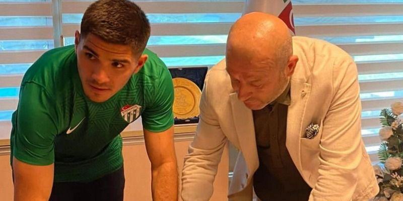Bursaspor'un kadrosuna kattığı 24 yaşındaki Arjantinli stoper Nicolas Zalazar, resmi açıklamanın gelmesinin ardından sosyal medya hesabından önemli bi