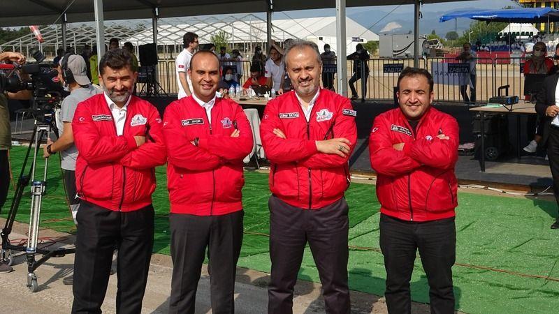 Bursa Büyükşehir Belediyesi'nin destekleriyle düzenlenen TEKNOFEST kapsamında  Savaşan İnsansız Hava Araçları (İHA) Yarışması Bursa Yunuseli Havaalanı