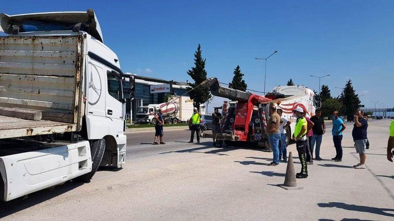 Bursa'da Görükle polis kontrol noktasında facianın eşiğinden dönüldü. Direksiyon başında uyuyakaldığı iddia edilen tır şoförü, yemek molasında olan po