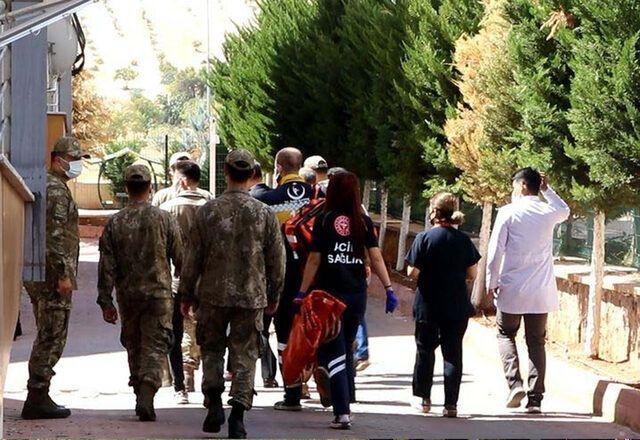Suriye'nin El Bab kentinde üs bölgesine PKK/YPG'li teröristler tarafından düzenlenen roketatarlı saldırıda Uzman Çavuş Muammer Yiğit (31) şehit oldu,