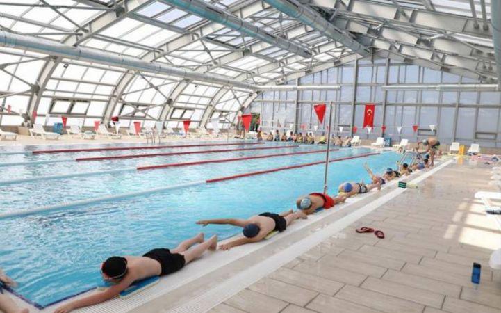 Bursa'da İnegöl Belediyesi Yüzme Havuzunda kış spor okulları için kayıtlar başladı. Kayıtlar, 24 Eylül'e kadar sürecek.