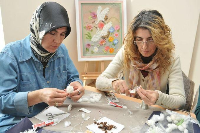 Nilüfer Belediyesi Sürekli Meslekî Eğitim Merkezi'nin (NİLSEM) giyimden dekoratif el sanatlarına, ahşap süslemeden oyuncak yapımına kadar 22 farklı da
