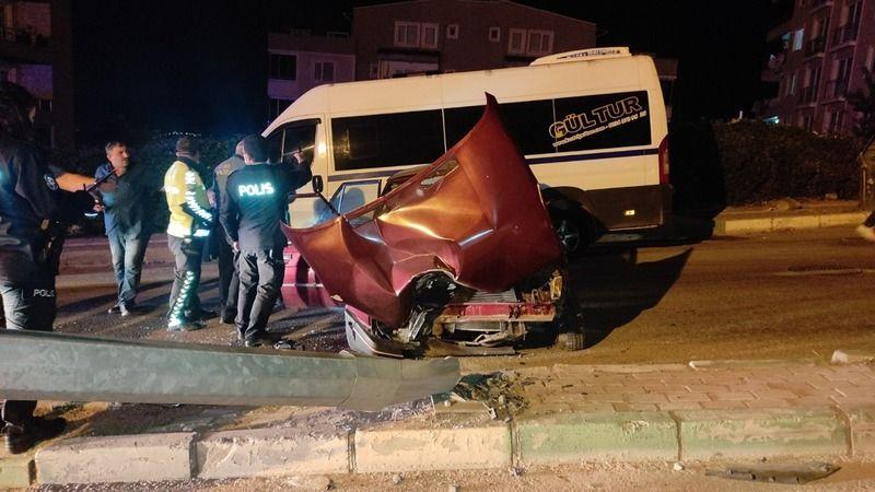 Bursa'nın Kestel ilçesinde yaşanan trafik kazasında 3 kişi yaralandı. Kaza yapan araçta bulunan içki şişeleri dikkat çekti.