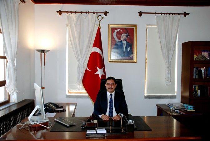 Mudanya Kaymakamı olarak görev yapan Faik Oktay Sözer'in İstanbul Vali Yardımcısı olmasının ardından boşalan göreve Ayhan Terzi getirildi.