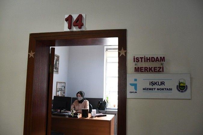 Bursa'da iş arayan ve işvereni buluşturmaya devam eden İnegöl Belediyesi İstihdam Merkezi, İnegöl Organize Sanayi Bölgesi'nde hizmet veren Göliplik ip
