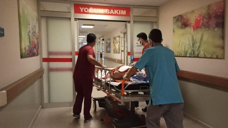 Bursa'nın İnegöl ilçesinde meydana gelen kazada mobilya atölyesinin çatısından düşen işçi ağır yaralandı.
