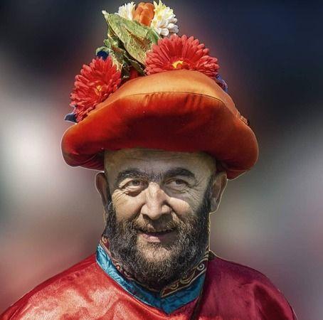 Bursa'da tiyatro sanatının usta ismi, günümüzün Karagöz'ü olarak tanınan tiyatro sanatçısı Hüseyin Bağlar, son yolculuğuna uğurlandı.
