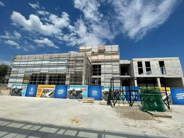Bursa Büyükşehir Belediyesi aracılığıyla Orhangazi ilçesine kazandırılan ve birinci etabı tamamlanan Orhangazi Kültür Merkezi'nin, ikinci etabında dü