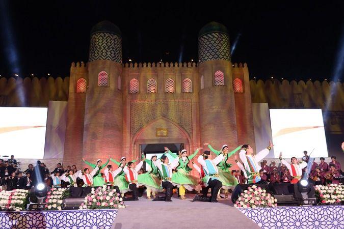 Uluslararası Türk Kültürü Teşkilatı (TÜRKSOY) tarafından 2020 Türk Dünyası Başkenti ilan edilen Özbekistan'ın Hive şehrindeki açılış programı görkemli