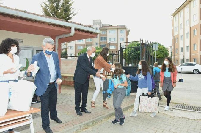 Bursa'da yüz yüze eğitim için yardım yapıldı