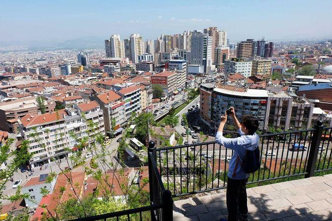 Meteoroloji verilerine göre Bursa'da bugün sıcaklık en yüksek 27 derece dolaylarında seyredecek. Bursa'da gün içerisinde yer yer bölgesel hafif yağış