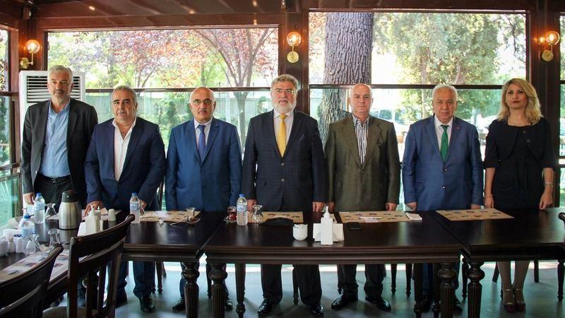 Demokratlar Konfederasyonu Genel Başkanı Fatih Kavaloğlu ve Adnan Menderes Dernekler Federasyonu Genel Başkanı Dr.Vedat Eryetiş Bursa'da gerçekleştiri