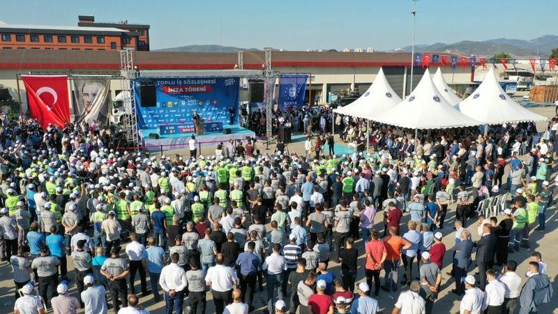 Bursa Büyükşehir Belediyesi'nde toplu iş sözleşmesi imzaları atıldı. BUSKİ Genel Müdürlüğü ve belediye iştiraki şirketler ile HAK-İŞ Sendikasına bağlı