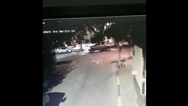Bursa'nın Gemlik ilçesinde meydana gelen olayda bir kamyonet sürücüsü Paşa isimli köpeği ezerek kaçtı. Hayvan Barınağı'na götürülen yaralı köpek kurta