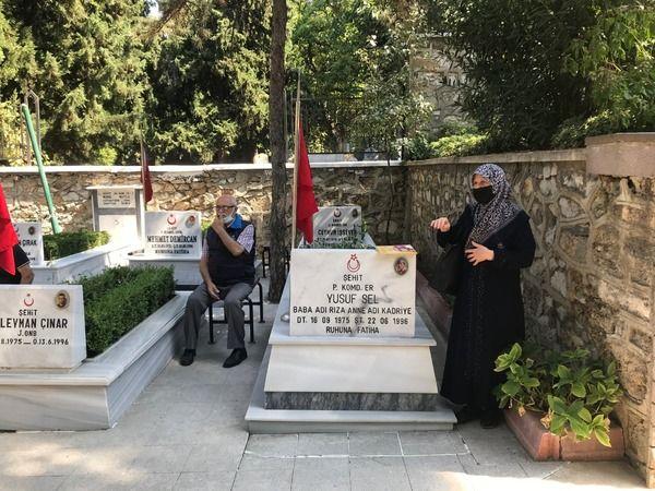 Bursa Büyükşehir Belediyesi Huzurevi'nin sakinleri, 19 Eylül Gaziler Günü münasebetiyle Pınarbaşı Şehitliği'ni ziyaret ederek, şehit ve gazilerimiz iç