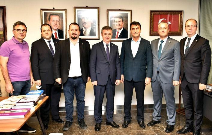 Bursa Osmangazi Belediye Başkanı Mustafa Dündar, kendisine nezaket ziyaretinde bulunan Rumelili Yönetici Sanayici ve İşadamları Derneği Başkanı Zarif