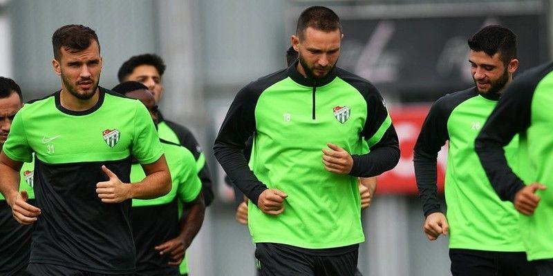 TFF1. Lig'in 6. hafta maçında Tuzlaspor ile karışılacak olan Bursaspor'da taktik belli oldu. Tuzlaspor maçı hazırlıklarını tamamlayan Yeşil-beyazlılar