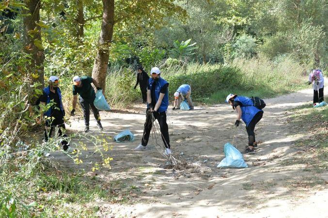 Bursa'da temiz çevre için çöp topladılar