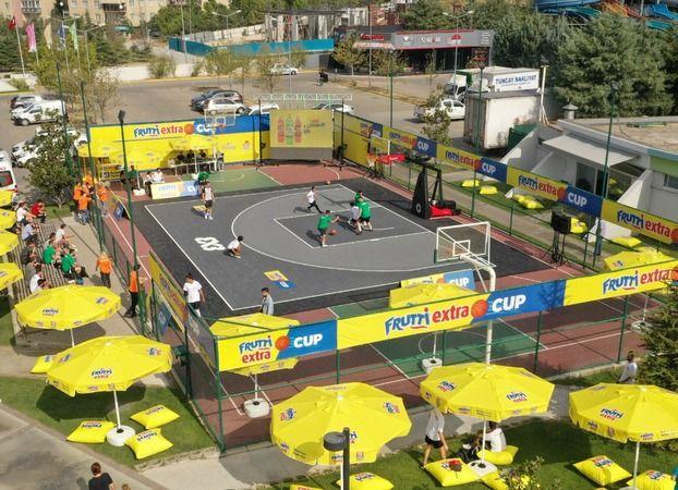 Bursa'da Uludağ içecek tarafından organize edilen Frutti Extra Cup sokak basketbolu turnuvasının şampiyonları belli oldu.
