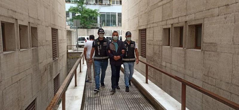 Bursa'da ameliyat olacak bir hastasından 15 bin lira bıçak parası istediği öne sürülen kalp damar cerrahisi uzmanı profesör adliyeye sevk edildi. Adli