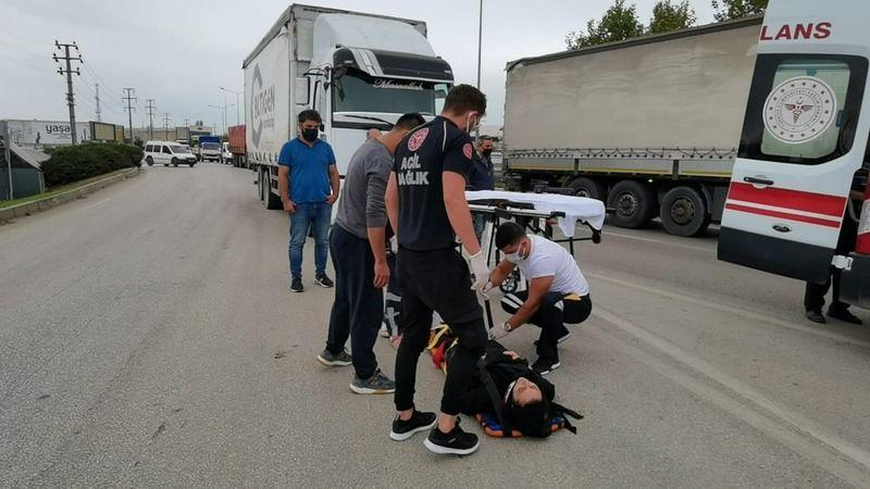 Bursa'nın İnegöl ilçesinde yaşanan kazada kamyonet ile motosiklet çarpıştı. Yaşanan kazada kamyonete çarpan motosikletteki 2 kişi yaralandı.
