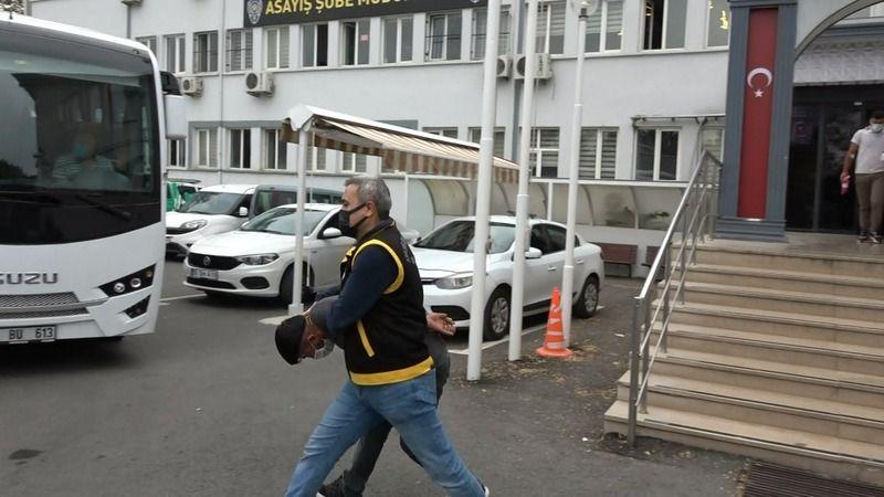 Bursa'da yaşanan olayda  trafikte tartıştıkları kişilerin adresini tespit eden şüpheliler, apart oteli kurşun yağmuruna tutmuştu. Karşılıklı silahları